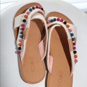 Fun pom pom Tom girls sandals